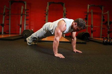 Віджимання від підлоги: правила виконання, види вправ та особливості дихання (з відео)