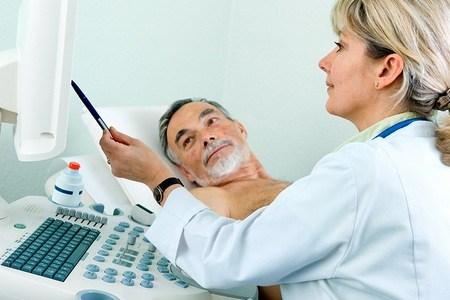 З чим пов'язана поява металевого присмаку в роті у чоловіка (про причини і лікуванні)