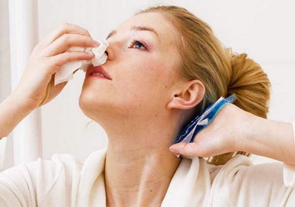 Ещё одна проблема – истончение слизистой оболочки носа. В этом случае повышается вероятность травмирования сосудов и как следствие носовое кровотечение.