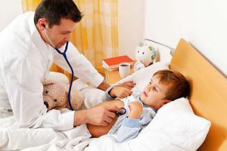 Визуальное обследование детей у врача