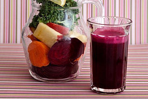 Свежий сок моркови и свеклы