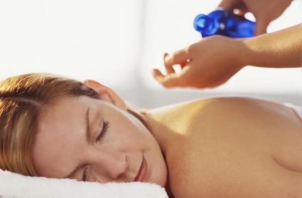 массаж спины с барсучьим жиром