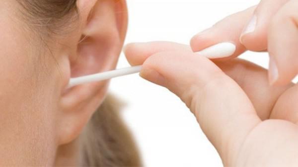 прогревание уха ватной палочкой