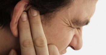 болит ухо-возможно отит