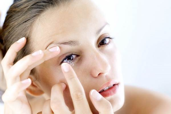 How-To-Wear-Contact-Lenses