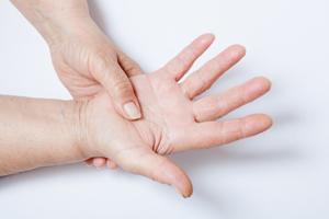 Почему немеют пальцы рук и