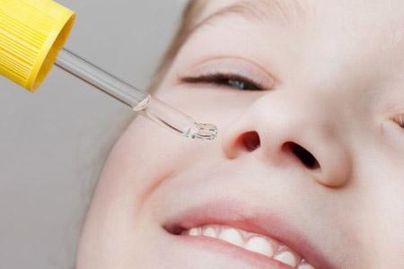 При промывании носа детям используйте пипетку