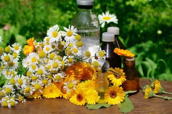 Рекомендуется полоскание с использованием противоспалительных трав