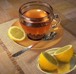 Приступ кашля можно снять чаем с лимоном
