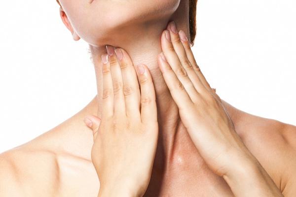 Проявляется лакунарная ангина воспалением и увеличением подкожных лимфоузлов