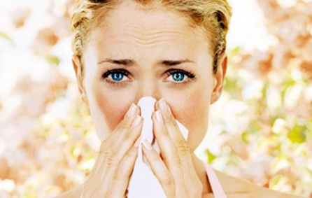 Не стоит забывать, что насморк может иметь аллергическую природу