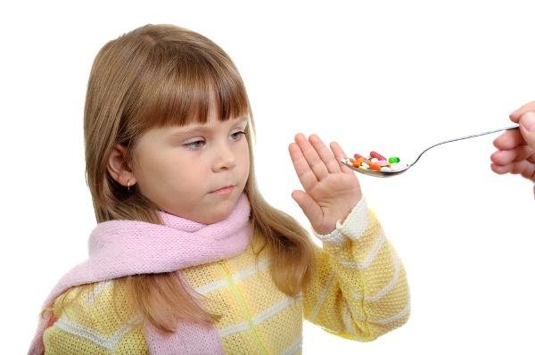 Если тонзиллит вызван бактериями, то назначают курс антибиотиков