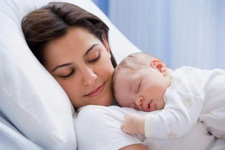 После родов у некоторых женщин начинается геморрой