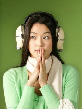 Слушать музыку в наушниках в таком случае рекомендуется не более 20 часов в неделю