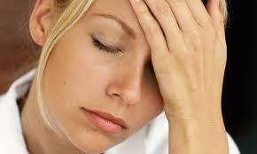 Одним из признаков скарлатины является слабость и головная боль