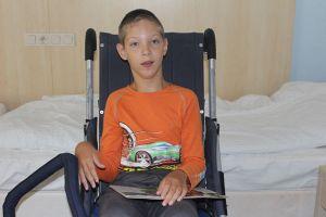 ребенок в инвалидном кресле