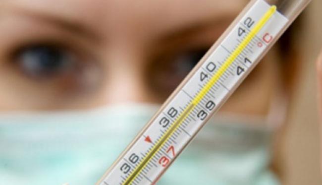 Одним из симптомов воспаления миндалин является высокая температура