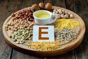 Рекомендуется также употреблять продукты, содержащие витамин Е