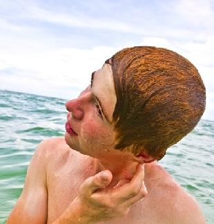 Что делать при попадании воды в ухо