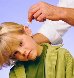 Для профилактики следует 2 раза в неделю промывать уши оливковым маслом и водой